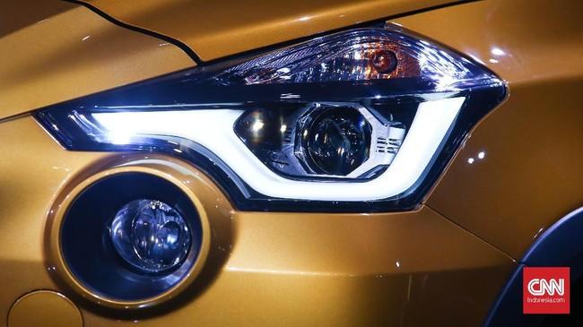 Bagian fasia depan terlihat bumper baru dan foglamp yang mengapit grille model baru. Pada lampu depan juga sudah menggunakan fitur pengoperasian lampu otomatis. (dok. CNNIndonesia/Safir Makki)