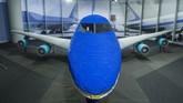 Kapal Kepresidenan Amerika Serikat, Air Force One turut menjadi objek pameran LEGO. Tiruan pesawat ini sepenuhnya terbuat dari mainan mirip batu bata yang disusun itu. (Anadolu Agency/Omar Marques)