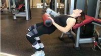 Jenis latihan yang dilakukan Jessica kebanyakan adalah weight training (latihan kekuatan). Biasanya untuk setiap pekan, ia akan menentukan target yang ingin dicapainya, misal untuk melatih perut. (Foto: Instagram/jessicaenslow)