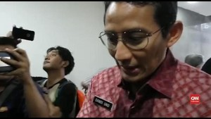 VIDEO: Momen Saat Sandiaga Jewer Ajudannya