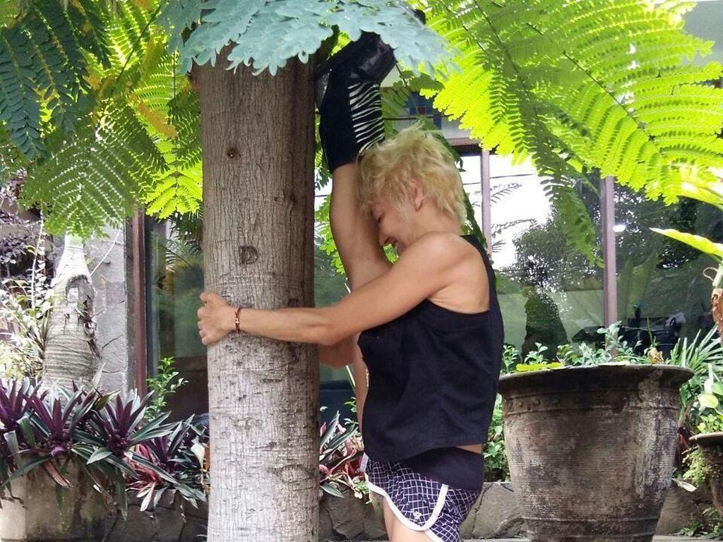 Vicky Burki Cinta Mati pada Pole Dance, Sampai Pohon Pun Digelayutin