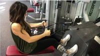 Olahraga di gym dilakukan wanita asal Utah ini di sela-sela mengurus ketujuh anaknya. Ia melakukannya 2-3 kali dalam sepekan, saat anak-anaknya berangkat sekolah. (Foto: Instagram/jessicaenslow)