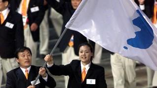 Korut-Korsel Genggam Bersama Bendera Unifikasi di Asian Games