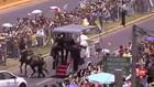 VIDEO: Saat Paus Menolong Polwan Cile yang Jatuh dari Kuda