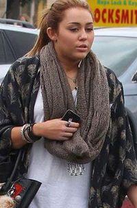 Pernah mengalami kegemukan saat remaja, membuat Miley Cyrus harus memerhatikan bentuk tubuhnya. Foto: Instagram/@mileycyrus
