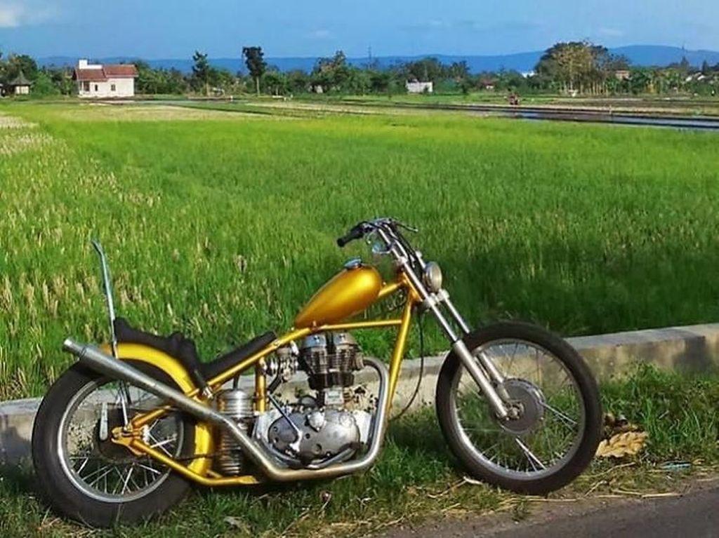 Rupanya motor tersebut dibeli Jokowi dengan warna emas dari sebuah bengkel yang bermarkas di Lebak Bulus, Jakarta Selatan. Foto: Instagram