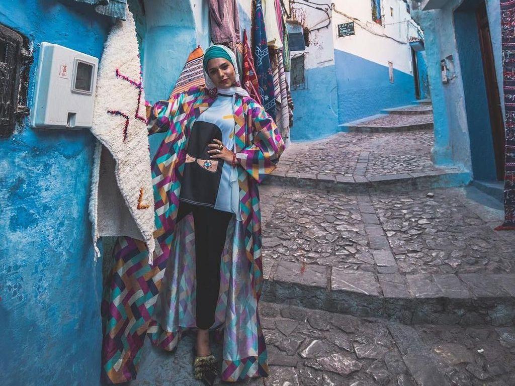 Foto: Cantiknya Hijab Traveler Asal Dubai yang Populer di Youtube