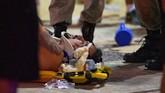 Suasana kembali tegang ketika otoritas menginformasikan ada satu bayi meninggal dunia dan 17 orang terluka akibat insiden itu. (AFP Photo/Carl de Souza)