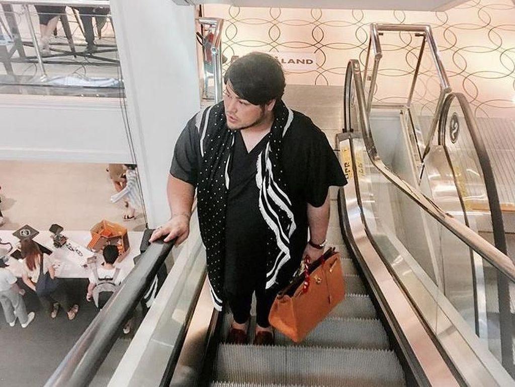Gaya 12 Artis Pria Bawa Tas Hermes Ratusan Juta, G-Dragon Hingga Ivan Gunawan