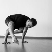 Anjasmara kini aktif menjadi seorang pelatih yoga. Hmm makin terlihat bugar kan? Foto: Instagram/anjasmara