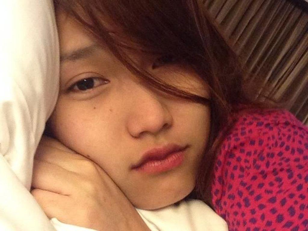 15 Foto Artis Indonesia Tanpa Makeup Saat di Tempat Tidur