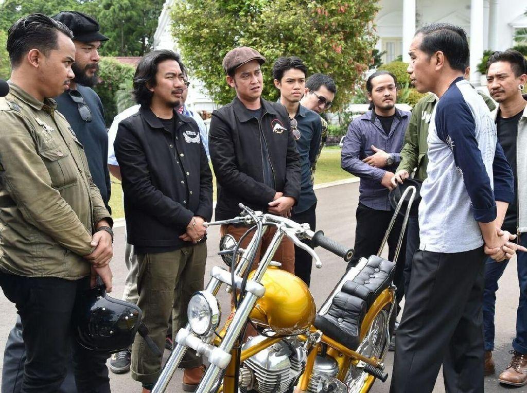 Pendiri bengkel, Andrianka, menyebut harga yang dikeluarkan Jokowi untuk membeli motor itu. Rp 140 juta, ujarnya.