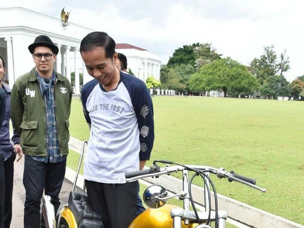 Pada saat itu, Elders Garage beserta Andrianka berada di Istana Bogor untuk memamerkan hasil karya mereka.