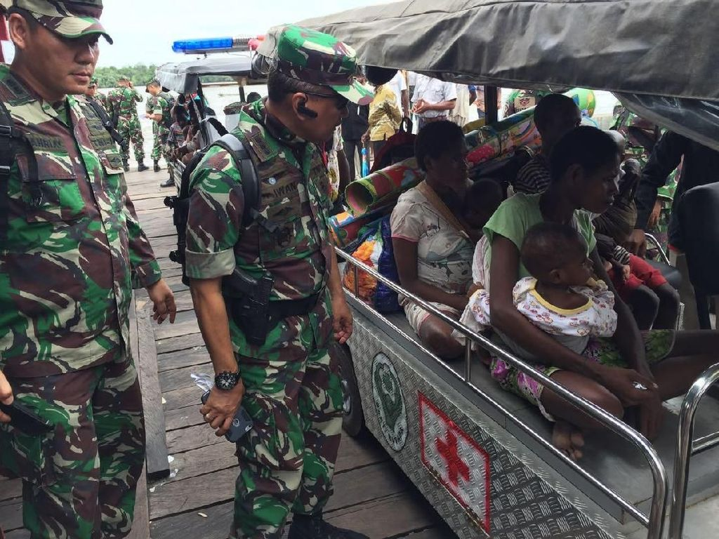 Satgas Kesehatan TNI KLB juga menempatkan sembilan dokter spesialis anak di RSUD Agats, Kabupaten Asmat, karena jumlah penderita anak-anak yang dirujuk dan dirawat di rumah sakit tersebut sangat banyak. Foto: puspen tni