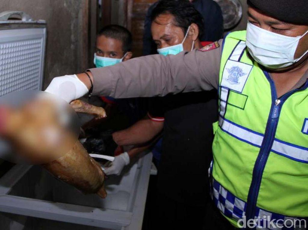 Penggerebekan dilakukan sejumlah personel Polsek Baleendah dan Satpol PP Kecamatan Baleendah di tempat tinggal milik Ipan Manurung (40), Jumat (19/1/2017), mulai pukul 17.00 hingga 20.00 WIB. Aparat dibantu aparatur Desa Rancamayar dan warga sekitar Kampung Cilbag RT 3 RW 4.