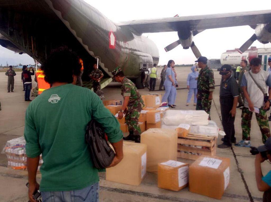 Pesawat Hercules TNI Angkut Bantuan Kemanusiaan untuk Warga Asmat