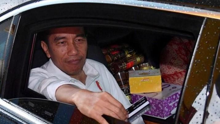 Presiden Joko Widodo (Jokowi) mulai mengungkap kriteria menteri atau pejabat setingkat menteri yang akan mewarnai kabinet Jokowi-Ma'ruf periode 2019-2024.