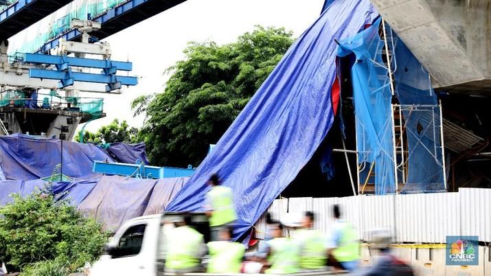 Harga saham PT Wijaya Karya Tbk (WIKA) dan PT Wijaya Karya Beton Tbk (WTON) pagi ini terkoreksi signifikan.