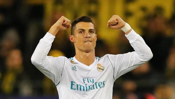 Meski dibayar selangit, tapi soal kekayaan, Sanchez masih jauh di bawah nama-nama yang memang sudah paten macam Cristiano Ronaldo.
