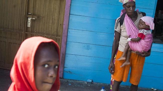 Jumlah warga yang dirawat berjumlah 85 orang.Sebanyak 40 anak dirawatdi Rumah Sakit Umum Daerah (RSUD) Agats 40 anak dan 45 anak di aula gereja Protestan Indonesia. (Antara/M Agung Rajasa)