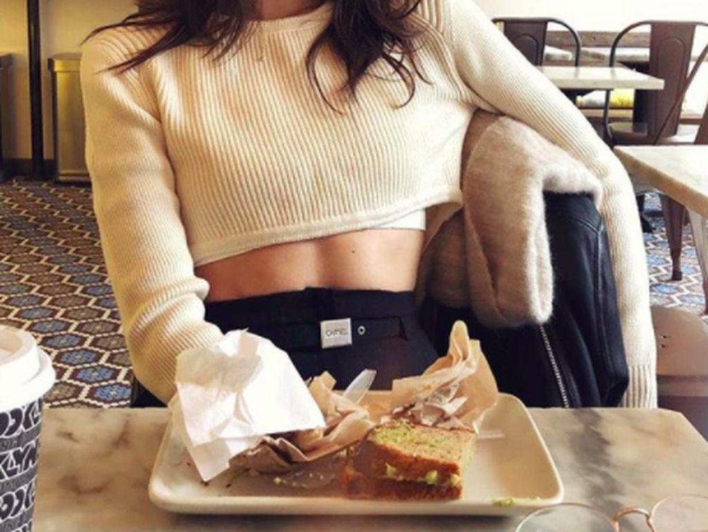 Gadis cantik kelahiran kota kecil di Masschussets, Amerika Serikat ini baru berusia 24 tahun. Ia berprofesi sebagai model profesional. Foto: Instagram