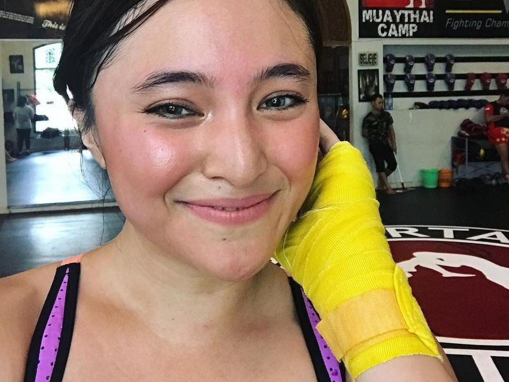 Foto: Rajin Yoga Sampai Zumba, Marshanda Kini Tampil Makin Fresh