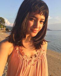 Marshanda mencuri perhatian publik sejak perannya di sinetron 'Bidadari'. Aktingnya yang natural serta wajahnya yang cantik adalah hal yang melekat pada dirinya. Foto: Instagram/marshanda99