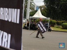 Hak Tak Dipenuhi, Karyawan PT Kertas Leces Demo Depan Istana