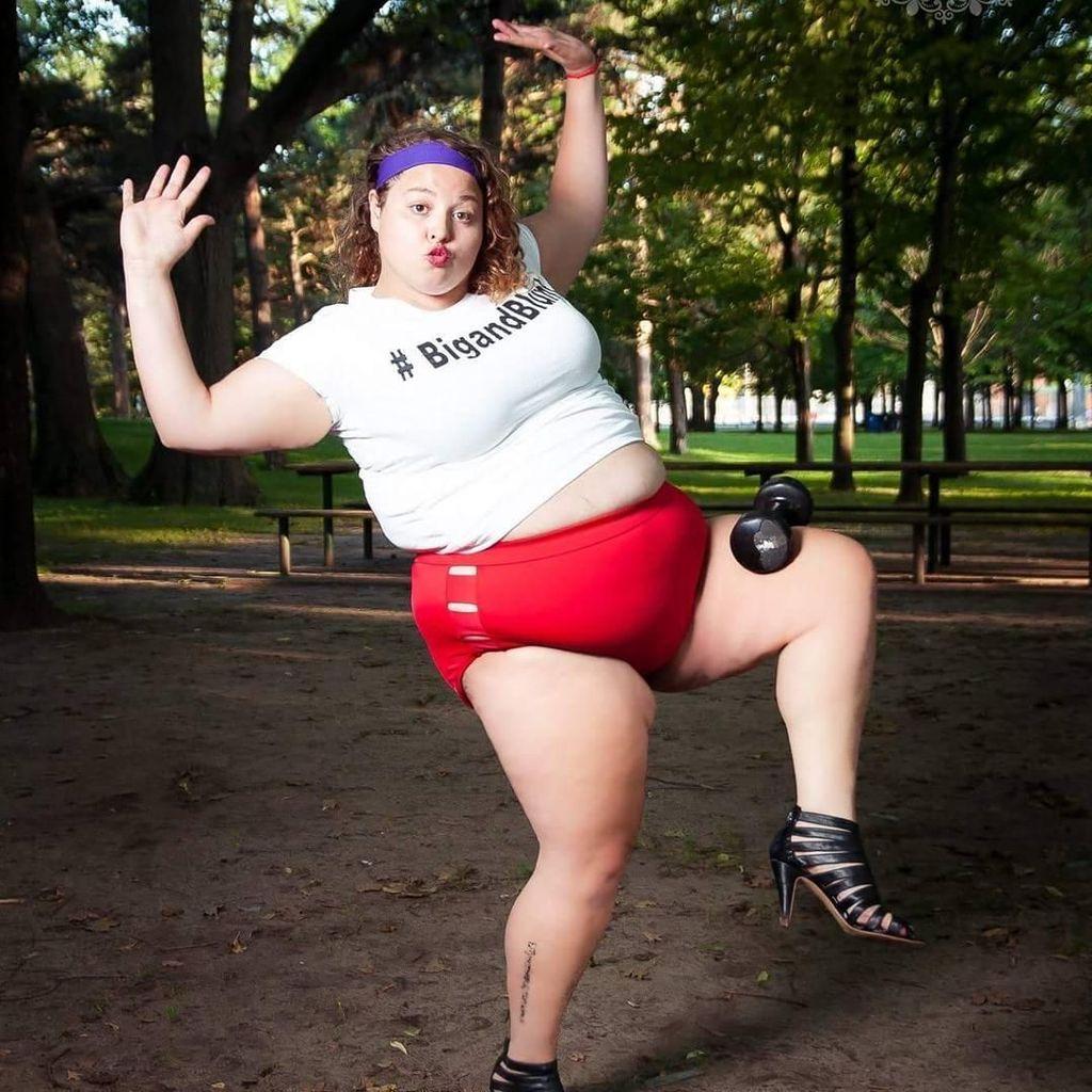 Foto Inspirasi dari Wanita dengan Tubuh Tambun yang Jadi Model Bikini