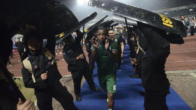 PSMS Bantah Dilempar Suporter Persib