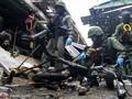 FOTO: Kerangka Motor Sisa Bom di Pasar Thailand