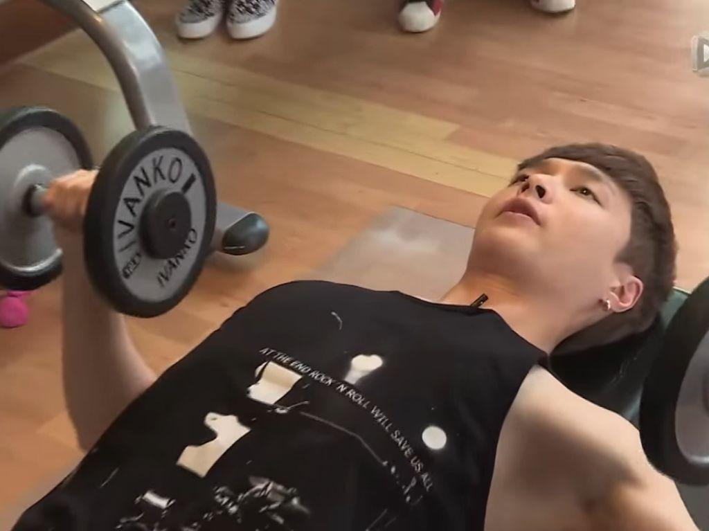 Foto: Ayo Siapapun Bisa Coba Olahraga Ala Lay EXO!
