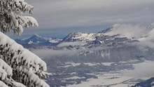 Songket Palembang Berkibar di Gunung Tertinggi Eropa