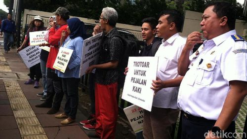 Mungkin Ini Sebabnya Jalan Kaki Sulit Membudaya di Jakarta