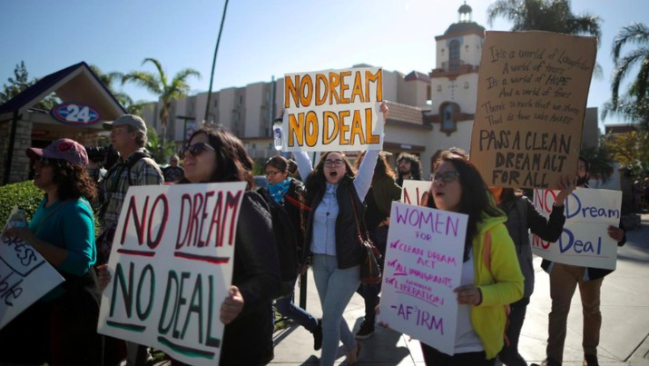 Para imigran muda turun ke jalan memprotes sikap Kongres AS yang tidak menyepakati soal imigrasi dalam pembahasan anggaran sementara