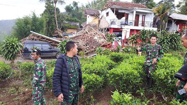 TNI Bantu Proses Evakuasi dan Pendataan Terdampak Gempa