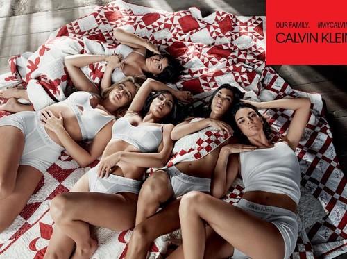 Kylie Jenner Pertama Kali Tampil di Publik dengan Sembunyikan Perut