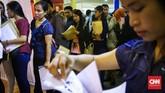 Sektor-sektor perekonomian di Indonesia yang seharusnya mampu menyerap banyak tenaga kerja, seperti sektor industri manufaktur, perdagangan, dan juga pertanian, justru belum mampu mencerminkan hal tersebut. (CNN Indonesia/Safir Makki)