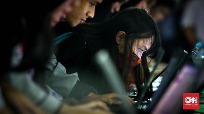 Naiknya persentase pengangguran lulusan pendidikan tinggidisebabkan adanya masalah ketidaksesuaian antara lulusan perguruan tinggi dengan pasar kerja yang dibutuhkan dunia usaha dan industri. (CNN Indonesia/Safir Makki)