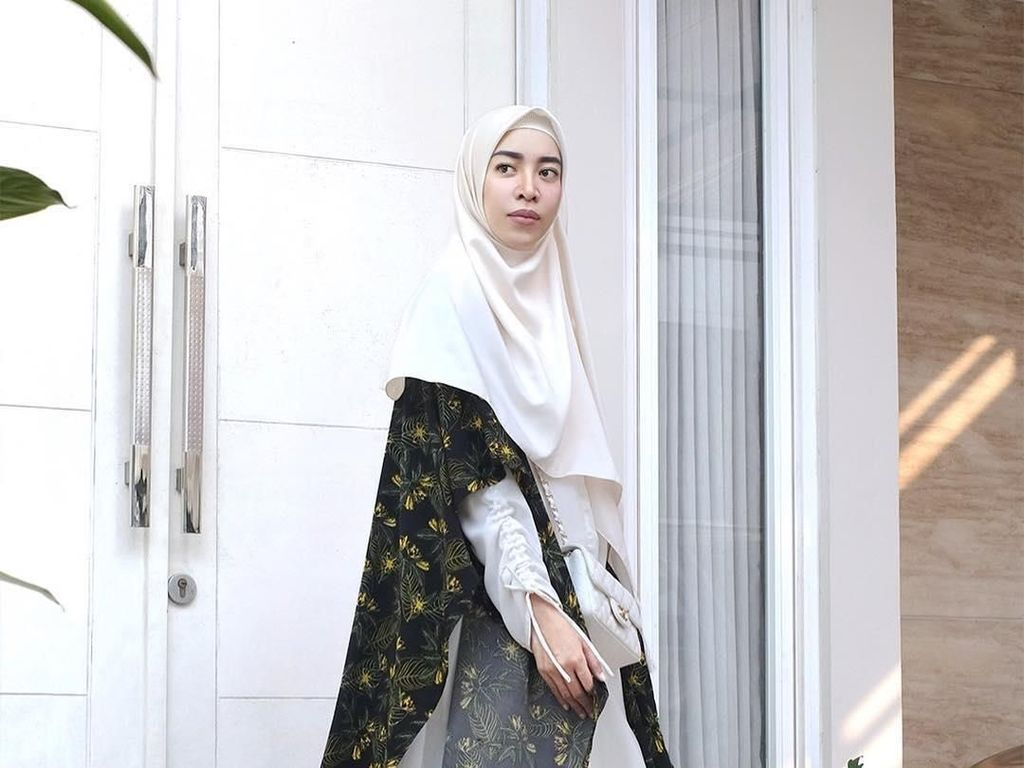 7 Inspirasi Hijab Syari Untuk Ke Pengajian Ala Selebgram