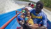 Bantuan terus didatangkan, baik bantuan obat-obatan, asupan makanan bergizi, serta tenaga medis. Warga juga diimbau memeriksakan kesehatan anaknya pada petugas yang datang. (ANTARA FOTO/M Agung Rajasa/kye/18)
