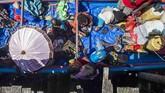 Bantuan bukan hanya datang dari PemerintahProvinsi Papua, namun juga dari pemerintah pusat. Personel TNI dan Polri juga diturunkan untuk membantu penanganan wabah campak dangizi burukini.(ANTARA FOTO/M Agung Rajasa/kye/18)