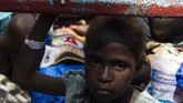Sebanyak 86 anak-anak di Kabupaten Asmat dirawat campak dan gizi buruk,67 lainnya meninggal dunia. Status kejadian luar biasa sudah ditetapkan dalamperistiwa ini. (ANTARA FOTO/M Agung Rajasa/kye/18)