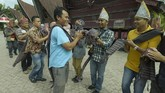 Pertunjukan Sigale Gale telah mengakar ratusan tahun di Pulau Samosir yang berada di tengah Danau Toba, Sumatra Utara.