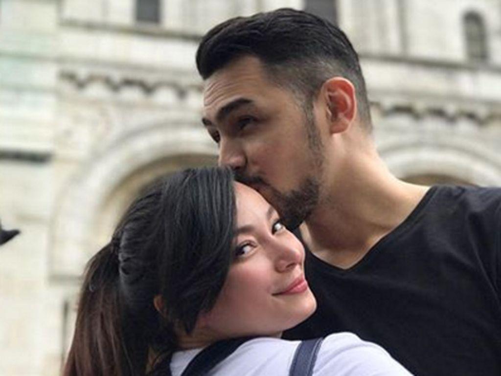 Asmirandah ditentang ayah dan ibunya saat berhubungan dengan Jonas Rivanno yang kini jadi suaminya. Foto: Instagram/asmirandah89