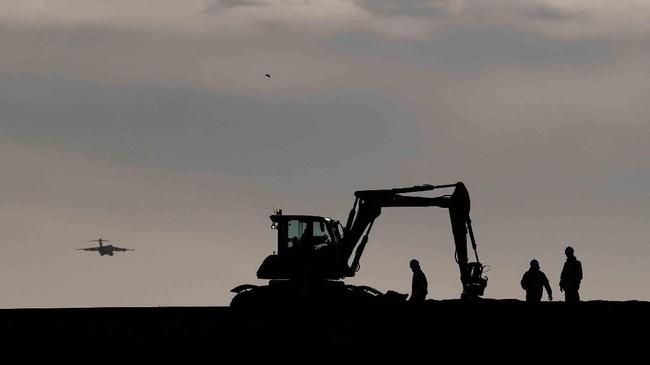 Pembangunan konstruksi sedang berjalan di rute barat kota Aberdeen, Skotlandia. (REUTERS/Russell Cheyne)