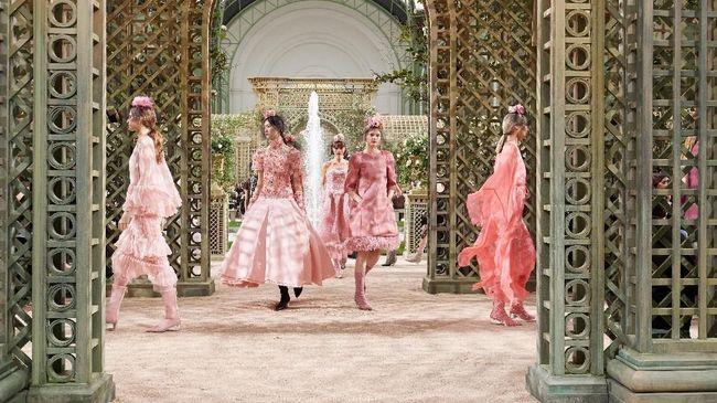Sentuhan Kelembutan dan Kesempurnaan Couture Chanel