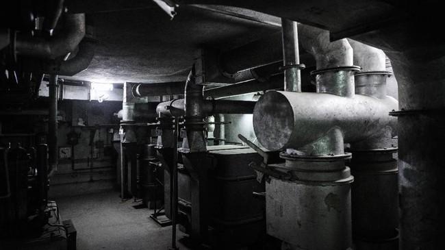 Sistem ventilasi dalam bunker yang di bawah stasiun kereta api Gare de l'Est, Paris, Prancis. (AFP PHOTO/Philippe LOPEZ)