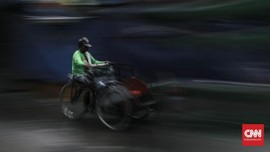FOTO: Becak, Becak, Tolong Bawa Saya