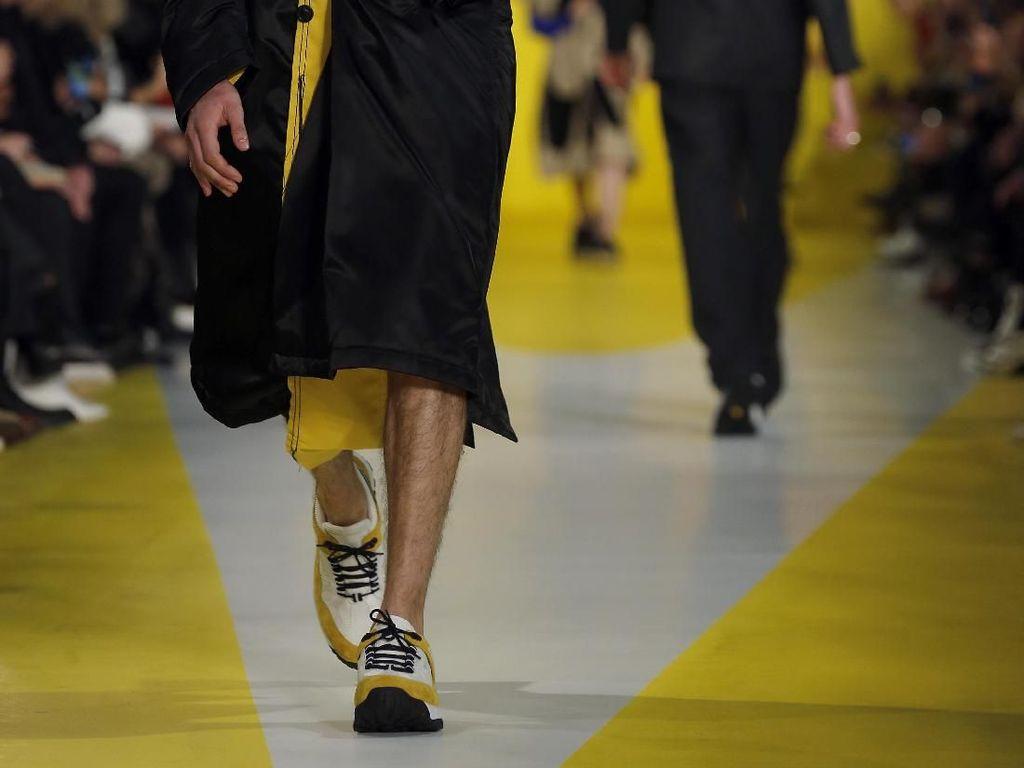 Foto: Pria Perlu Tahu, Ini Tren Sneakers dari Paris Fashion Week